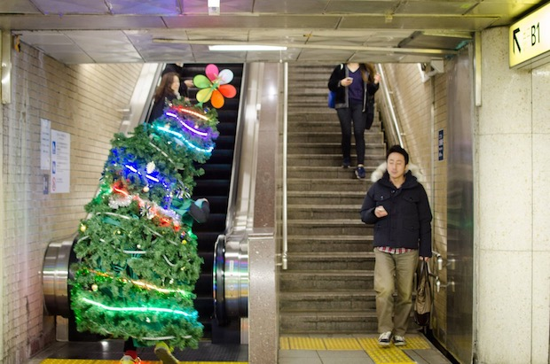 Christmas Tree is running around Tokyo